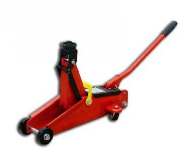 Hydraulický zvedák pojízdný 2t Kód zboží: 2526820 - Hydraulický zvedák pojízdný 2t Minimální výška: 130mm Maximální výška: 345mm Váha: 9,6kg Zvedání a spouštění vozidla se provádí pomocí ovládací tyče