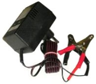 Nabíječka akumulátorů udržovací 6,12V svorky 7790 - Dobíječ batérií určený na trvalé připojení k 6V a 12V akumulátoru do kapacity 125Ah. Dobíječ spolehlivě zabraňuje vybíjení autobaterie při dlouhodobé nečinnosti automobilu. Dodávaný se svorkami.
