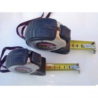 Metr svinovací plastový 7,5m, X7567 - Metr svinovací 7.5mx25mm ASSIST Kovový svinovací metr s magnetem. Pryžové opláštění pro pevné a komfortní uchopení. Pásek o šířce 19mm a tloušťce 0,126mm s nylonovou vrstvou, která zvyšuje odolnost proti oděru. Tlačít
